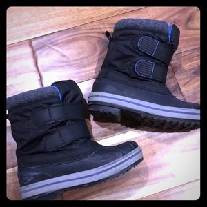 ⛄️ boys Cat & Jack snow boots